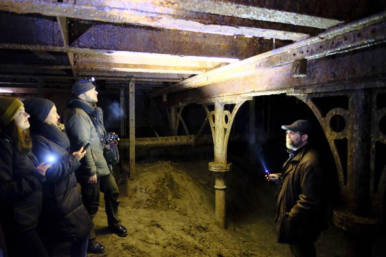 Ależ to była niespodzianka! Na początku 2018 roku pracujący na rondzie Pokoju Toruńskiego drogowcy odkopali doskonale zachowany... most z drugiej połowy