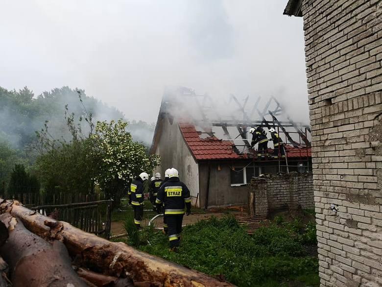 W poniedziałek o godz. 16:42 strażacy z OPS Polanów zostali zadysponowani do miejscowości Kępiny, gdzie palił się budynek mieszkalny. Przyczyną pożaru