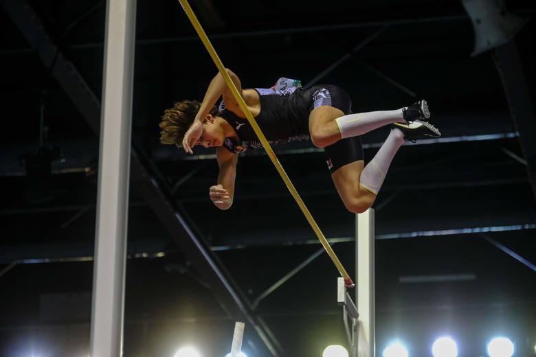 6,17 m - tyle od soboty wynosi rekord świata w skoku o tyczce w hali. Ustanowił go w Toruniu Armand Duplantis. Zobaczcie jak wyglądało to historyczne