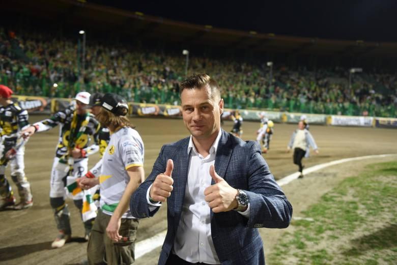 Zaraz po spotkaniu ze Spartą Adamowi Skórnickiemu, a także prezesowi zielonogóskiego klubu Adamowi Golińskiemu, oberwało się od niektórych kibiców Falubazu.
