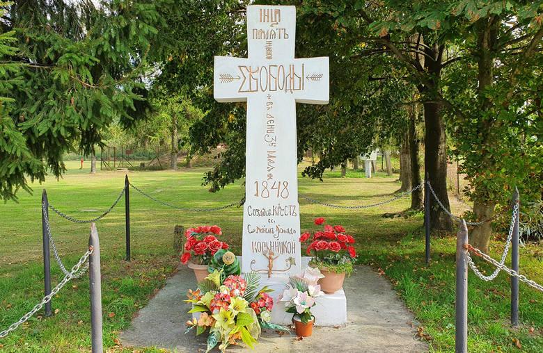 Wyszukuje i opisuje kamienne krzyże ze wschodnich krańców Podkarpacia. Dzięki pasji Grzegorza Ciećki, opisanych jest już 900 obiektów