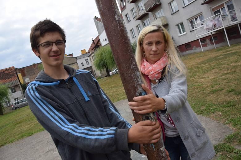 - Jak mój syn ma się zmienić, skoro w ośrodku wychowawczym jest agresja - mówi Magdalena Łyczko, matka 15-letniego Kuby