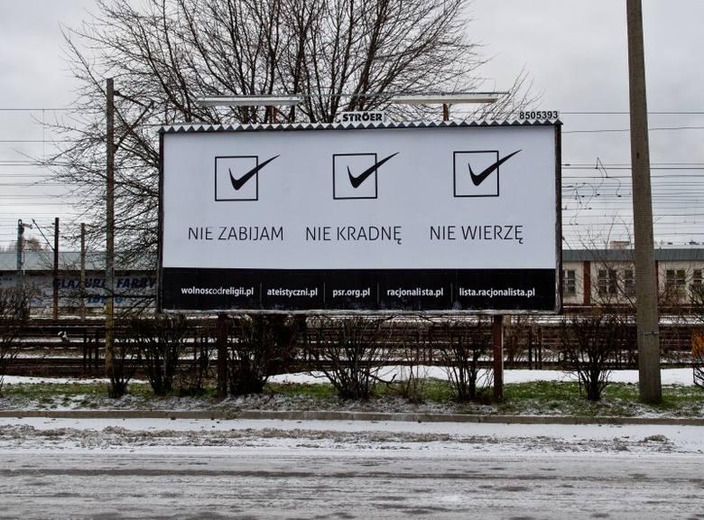 Billboard ateistyczny przy dworcu PKS (zdjęcia)