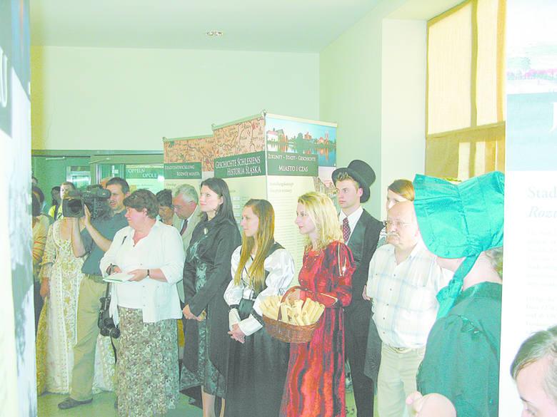 W pracę przy wystawie zaangażowało się około 20 studentówI roku sekcji niemieckiej. Na otwarciu mieli powody do satysfakcji.