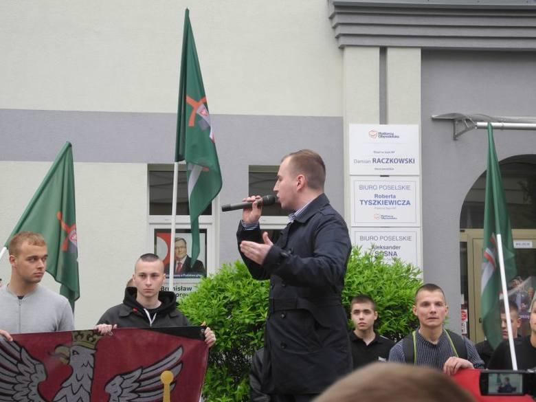 Protest narodowców. Młodzież Wszechpolska przeciwko imigrantom (zdjęcia, wideo)