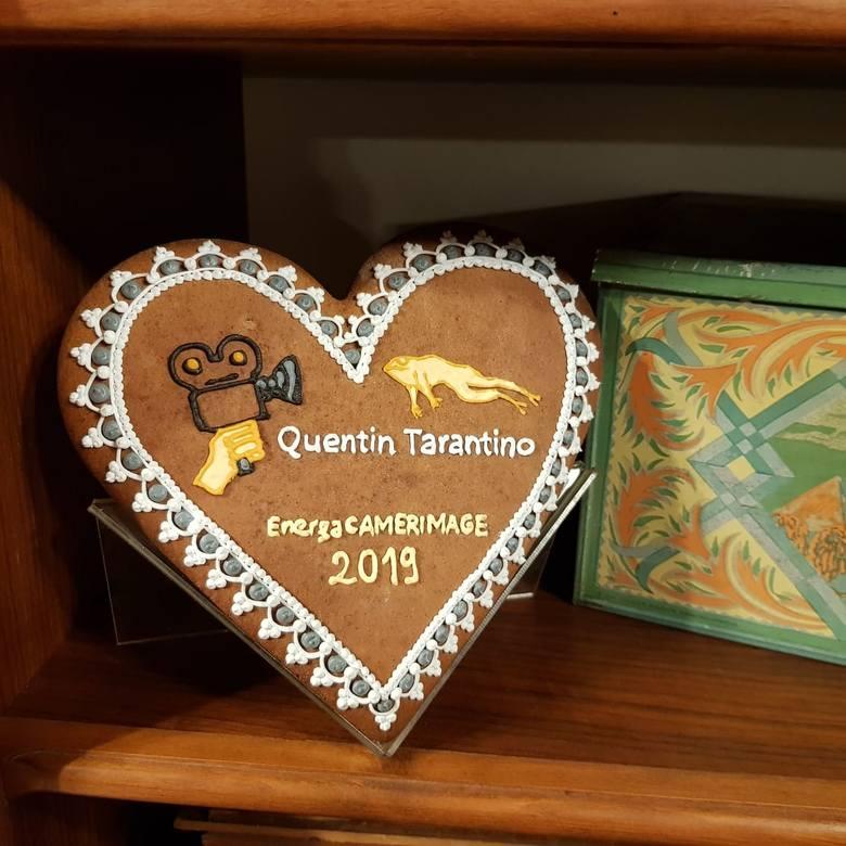 W manufakturze działającej przy Żywym Muzeum Piernika powstał wyjątkowy prezent dla specjalnego gościa, który odwiedzi Toruń w ramach festiwalu EnergaCamerimage.