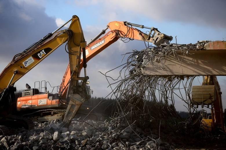 Trwa budowa autostrady A1. Przed kierowcami kolejne utrudnienia. Na A1 między węzłami Tuszyn i Piotrków w czwartek 9 stycznia zaplanowano wyburzanie
