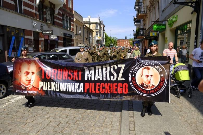 Torunianie upamiętnili w sobotę (12 maja) rotmistrza Witolda Pileckiego. Już po raz ósmy toruńską starówką przeszedł Marsz Pileckiego, jednego z Żołnierzy