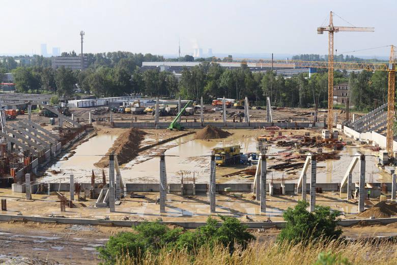 Tak dziś wygląda budowa stadionu sportowego i hali w rejonie Górki Środulskiej w Sosnowcu, gdzie powstaje Zagłębiowski Park Sportowy Zobacz kolejne zdjęcia/plansze.