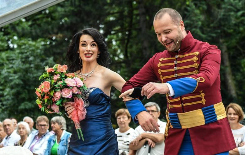 Widowisko operetkowe w wykonaniu zespołu Artes Ensemble z towarzyszeniem par tancerzy ze Studia Tańca Bailamos zwieńczyło w sobotę (25 sierpnia) festiwal