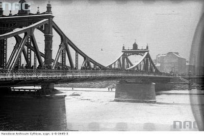 Most Krakusa (obecnie Most Powstańców Śląskich) na Wiśle w Krakowie - widok ogólny. W latach 1903-1913 wybudowano most Krakusa, łączący główną wtedy