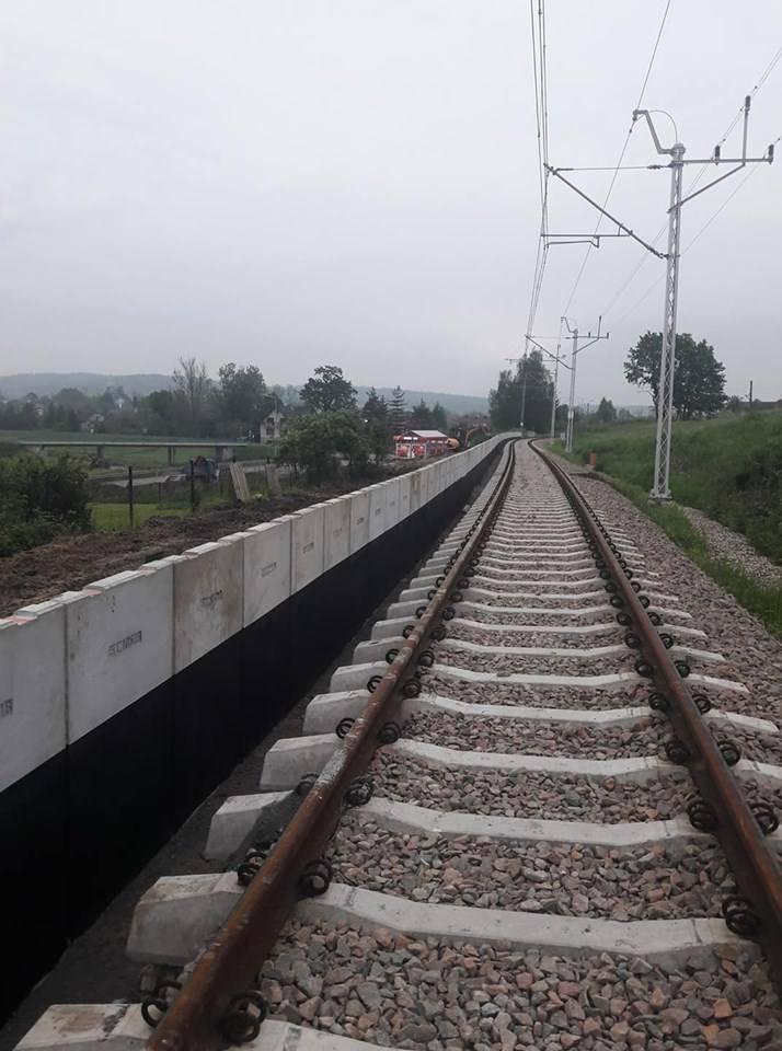 Przystanek w centrum Radziszowa - trwa budowa