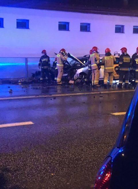 Policjanci wyjaśniają okoliczności wczorajszego wypadku na ul. Dąbrowskiego w Rzeszowie. W wyniku zderzenia opla corsy, citroena C5 i opla astry - trzy