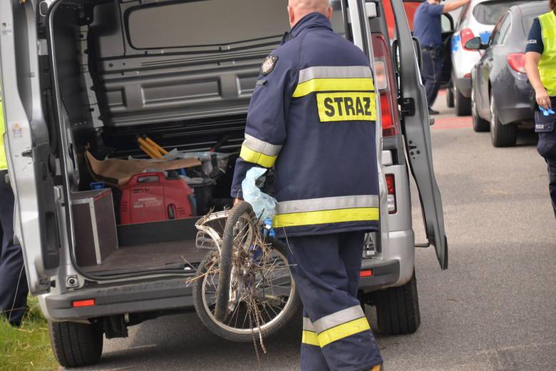 A tragic accident at a railroad crossing near Włocławek. A cyclist with children died [zdjęcia - 20.08.2019 roku]