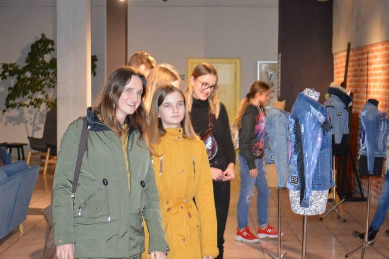 Projekt Jeans, czyli nietypowa wystawa w skierniewickim CKiS [ZDJĘCIA]