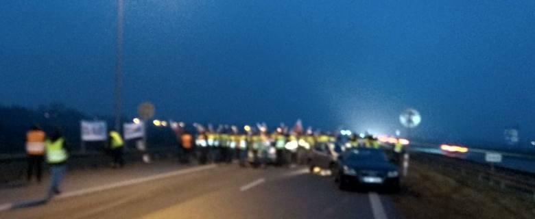 Protest rolników na autostradzie z Łodzi do Warszawy. W akcji gospodarze z całego kraju