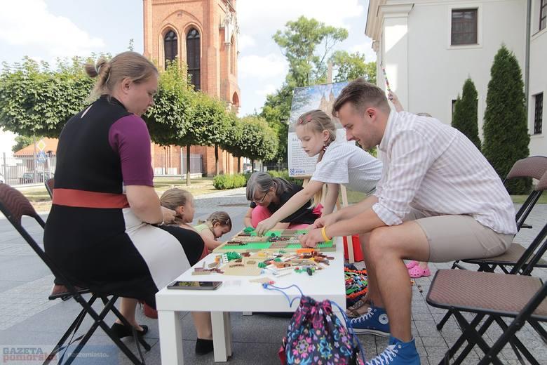 W sobotę przed Muzeum Diecezjalnym włocławianie budowali pobliską katedrę z klocków lego. Inicjatorem akcji była fundacja Ładowarka i fundacja Ari Ari.