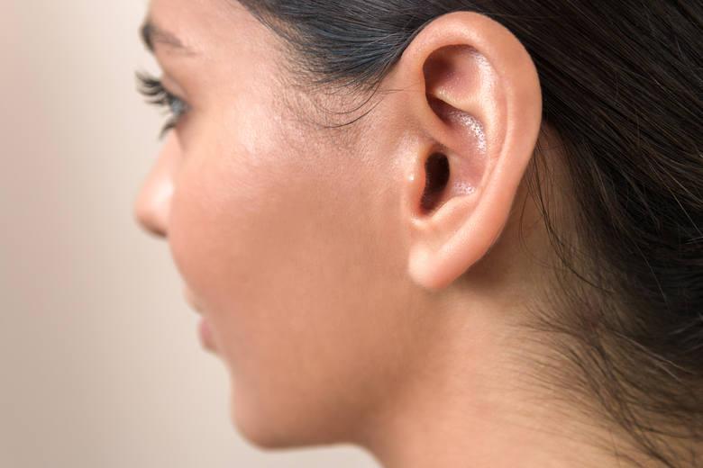 02- wymagana korekta słuchu:02.01 - aparat słuchowy jednouszny,02.02 - aparat słuchowy obuuszny