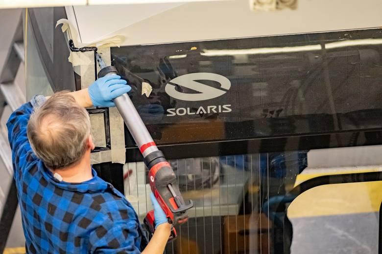 """OPZZ """"Konfederacja Pracy"""" to drugi związek, po Solidarności, który od końca lipca działa przy zakładzie poznańskiego Solarisa. W tym tygodniu odbyła się już pierwsza pikieta nowych związkowców."""