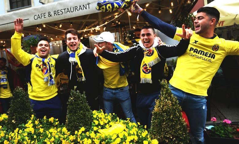 W środę 26 maja w Gdańsku zostanie rozegrany finał Ligi Europy. Do miasta zawitali już kibice Villarreal i Manchesteru United. Widać ich w ogródkach