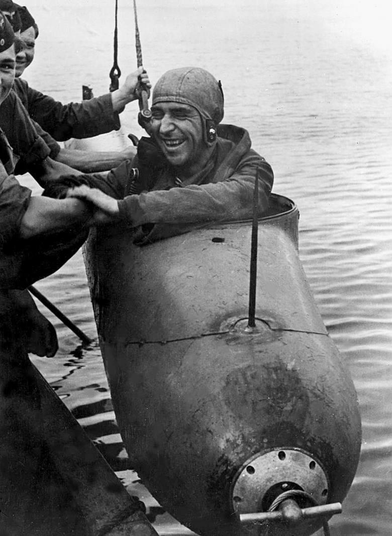 """Torpeda Neger - czyli niemiecka """"żywa torpeda"""" o niezamierzenie  samobójczym charakterze. Rok 1944"""