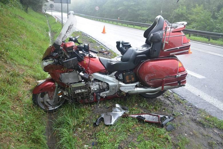 52-letni kierowca motocykla ucierpiał w wypadku w Woli Komborskiej, w powiecie krośnieńskim. Motocyklista stracił panowanie nad pojazdem i uderzył w