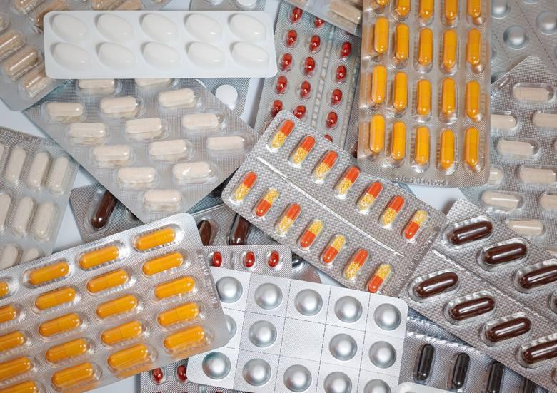 Nowości na styczniowej liście leków refundowanych. Zniżki na leki dla cukrzyków, chorych na astmę i depresję