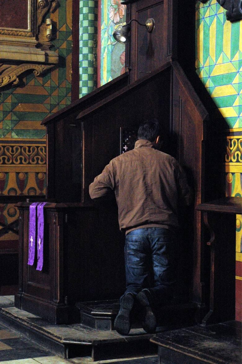 LISTA GRZECHÓW >>> PRZEJDŹ DALEJKatolicy chcą przystąpić do sakramentu pokuty i pojednania z Bogiem. Są jednak przypadki, w których