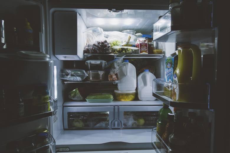 Tych produktów nie trzymaj w lodówce! Szybciej się w niej zapsują!