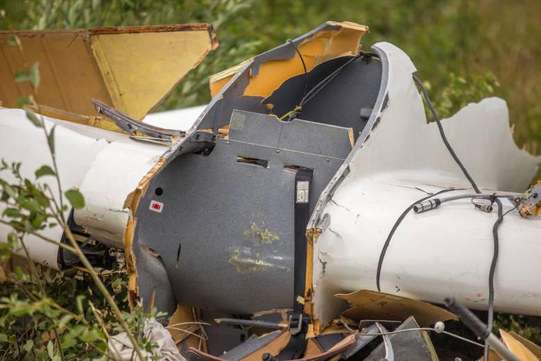 Instruktor i 17-letni kursant runęli na ziemię z wysokości około 150 metrów. Szybowcem właśnie podchodzili do lądowania. Z ciężkimi i wielonarządowymi