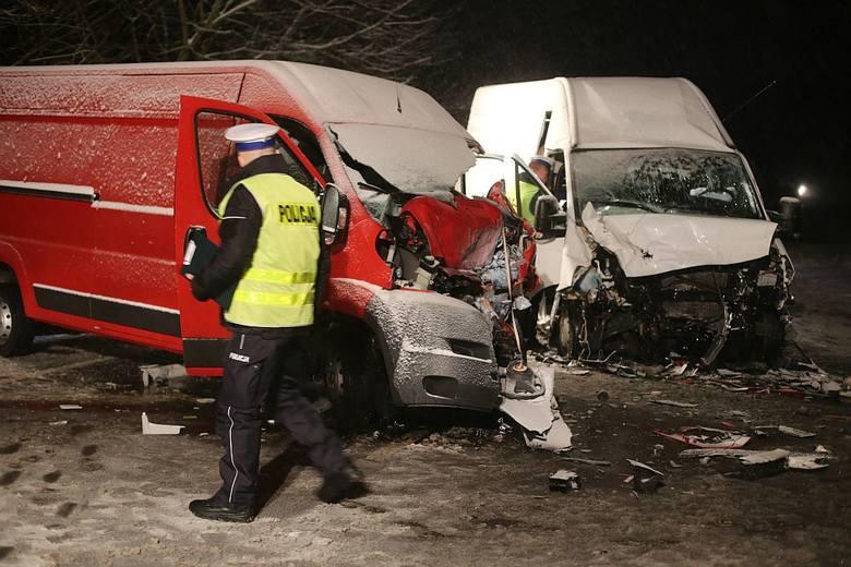27 stycznia w Jeziorkach na drodze krajowej 22 zderzyły się dwa samochody dostawcze. Jeden z kierowców zmarł w wyniku zderzenia.