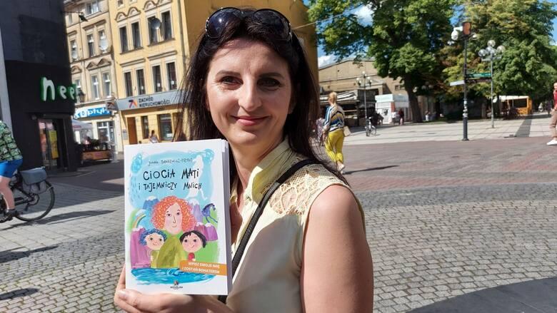 """""""Ciocia Mati i tajemniczy Mnich"""" to druga, po """"Zielonogórskiej Bajce Powitajce"""" personalizowana książka dla dzieci Joanny Turakiewicz-Pietras."""