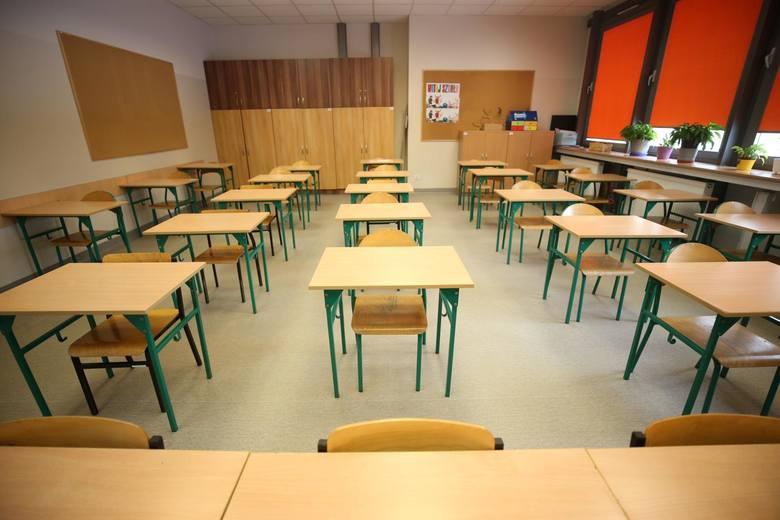 Badanie: Prawie 60 proc. rodziców pełni rolę nauczyciela w zdalnym nauczaniu