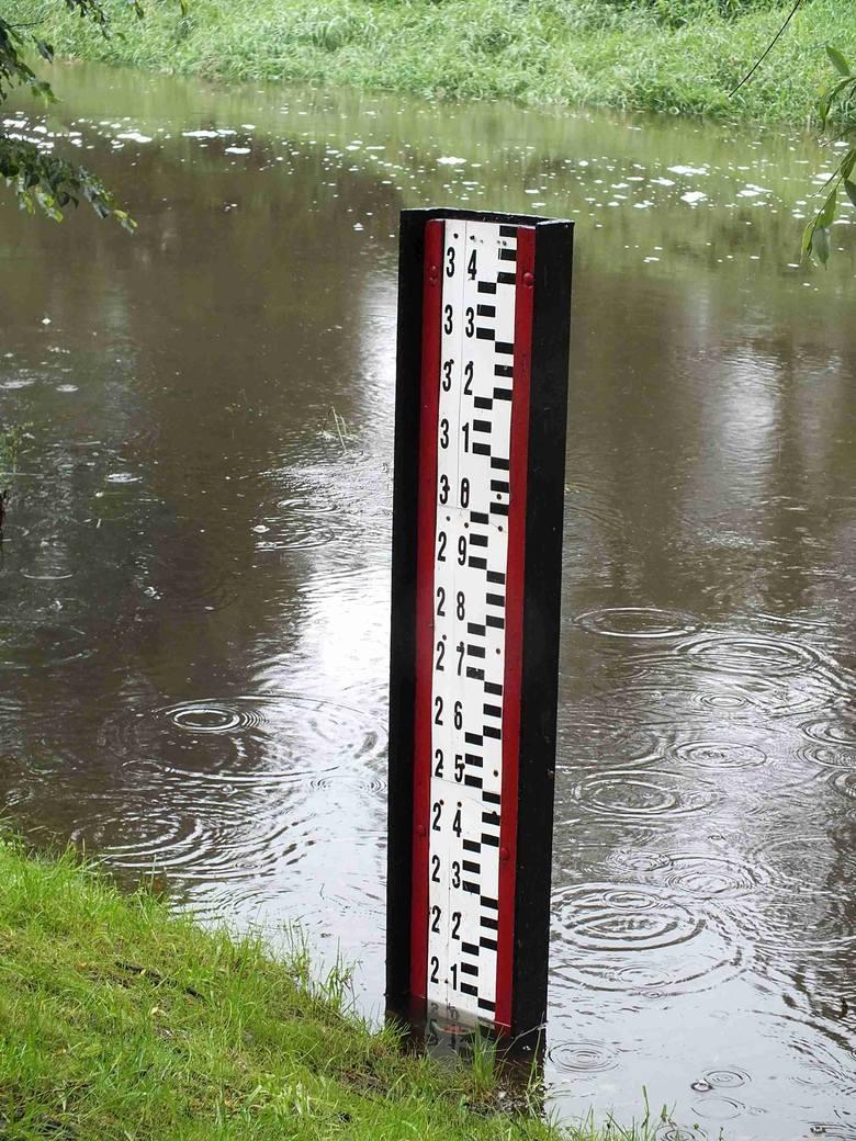 W sobotę po południu stan wody w Kamiennej w Wąchocku o kilkanaście centymetrów przekroczył stan alarmowy.