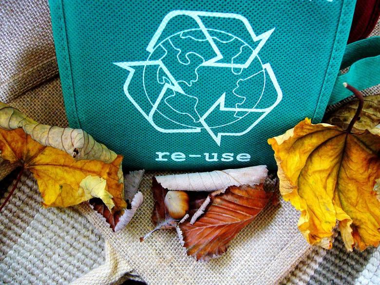 Rocznie wytwarzasz 300 kg śmieci, w tym 500 foliówek. Jak to zmienić?