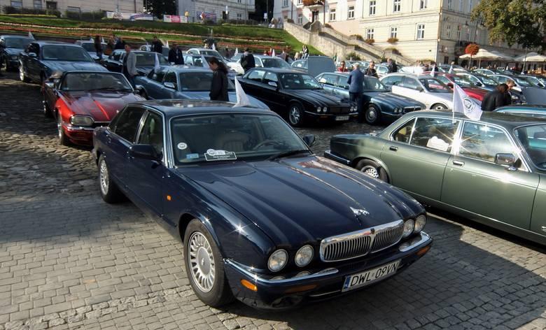 W sobotę do Przemyśla zawitali uczestnicy Rajdu Kresowego. Trasa po której przemierza ponad 45 jaguarów, liczy ok. 40 km. Miłośnicy tych luksusowych