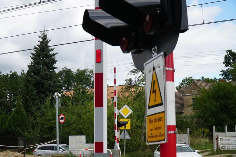 Nowoczesne przejazdy kolejowe są niebezpieczne? PKP zapewnia, że są sprawne. Mieszkańcy mają wątpliwości
