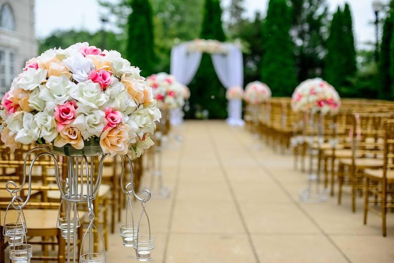 Sezon ślubny w pełni! Jednak w wielu miejscach salę weselną trzeba zarezerwować nawet z rocznym, 2-letnim wyprzedzeniem. Zapytaliśmy naszych czytelników