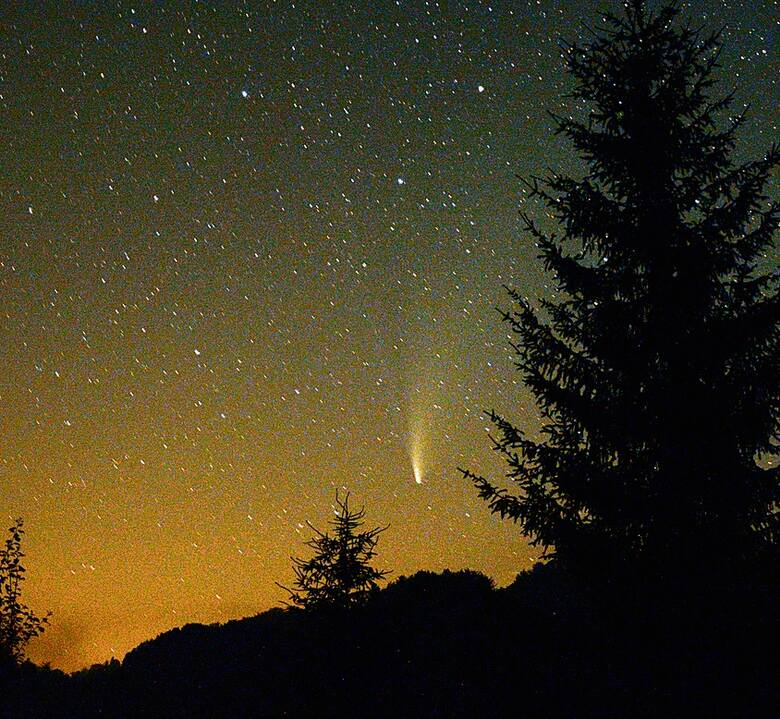 Przelot meteoru nad Bieszczadami. (sierpień 2021)