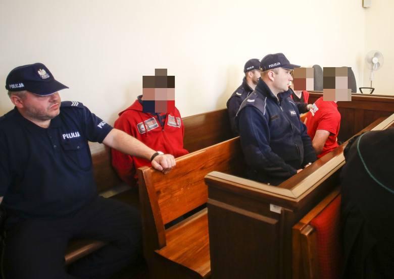 """Sprawa tortur i zbiorowego gwałtu na 18-latku wróci do gdańskiego sądu. Wyroki dla 4 oprawców, 4-6 lat więzienia """"rażąco"""" łagodny?"""