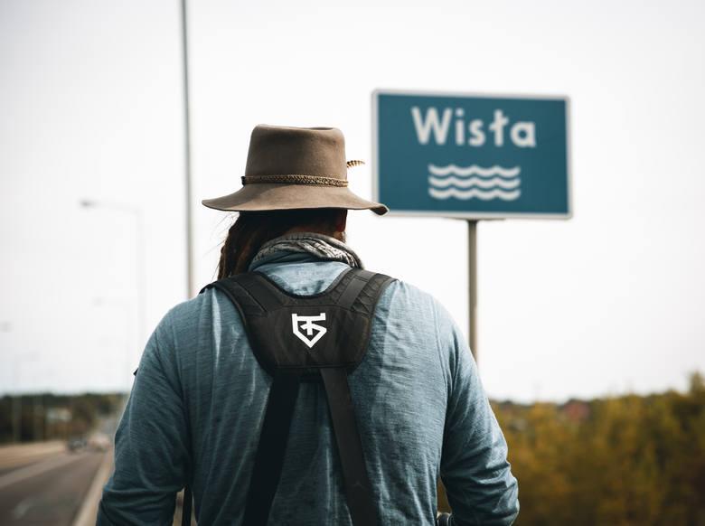 Mateusz Waligóra uważa, że żadna forma podróży nie daje takiego wglądu w rzeczywistość jak marsz. Podróżnik odkrywa każdy centymetr drogi