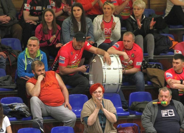 Dużą dawkę emocji przeżyli kibice, którzy w sobotę przyszli do Hali Legionów ma mecz PGNiG Superligi Kobiet pomiędzy Koroną Handball Kielce - KPR Jelenia