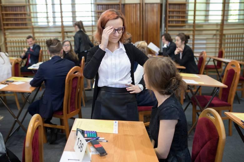 O godzinie 9.00 w poniedziałek, 7 maja, rozpoczął się egzamin maturalny z matematyki na poziomie podstawowym. Towarzyszyliśmy maturzystom z VI Liceum