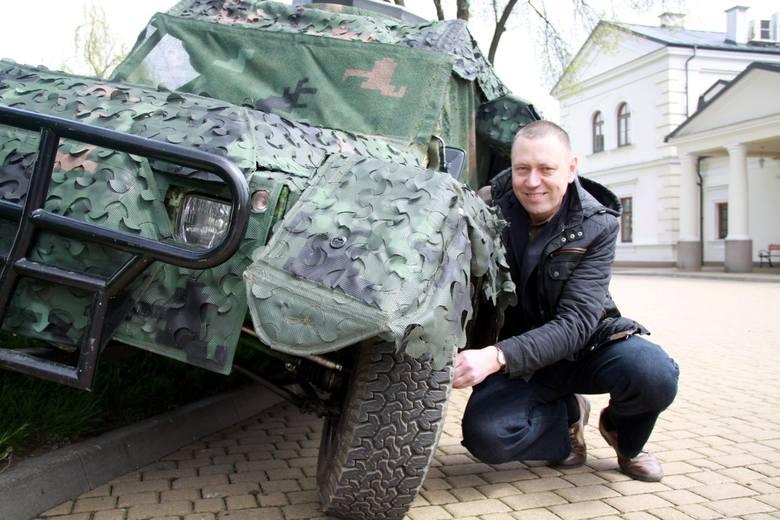 Dr Leszek Gardyński i Buggy 4x4, którego produkcją dla armii są zainteresowane Wojskowe Zakłady Inżynieryjne w Dęblinie