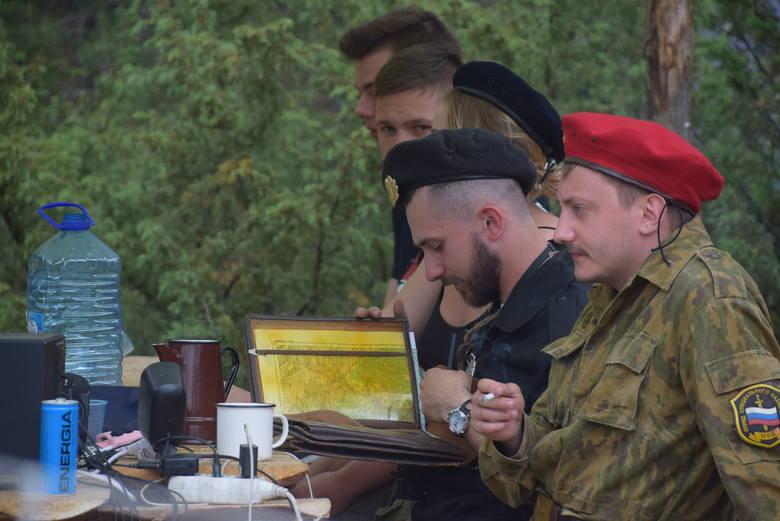 To już kolejny największy zlot rekonstruktorów we wschodniej Polsce. Przez cały weekend w Ogrodniczkach odbywają się pokazy pojazdów militarnych oraz rekonstrukcje historyczne. Miłośnicy militariów z pewnością się nie zawiodą.