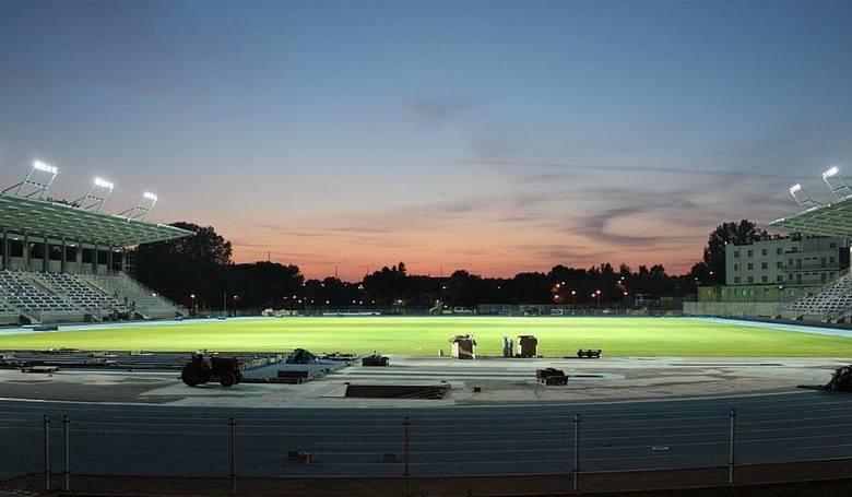 Z racji trwającej budowy swojego stadionu zespół występuje gościnnie na obiekcie Broni. Pojemność: 4 066 miejsc (222 dla gości) Oświetlenie: 500 lux