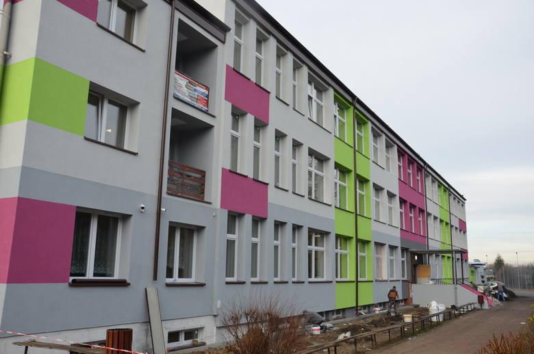 W szkołach w Stąporkowie będzie cieplej i oszczędniej. Zakończyła się termomodernizacja