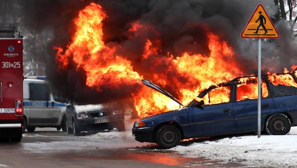 Antoniukowska: Pożar samochodu. Mąż potrącił własną żonę (zdjęcia)