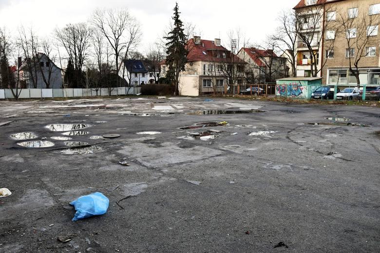 Teren przy ul. Oleskiej w Opolu, gdzie OTBS ma wybudować nowe mieszkania