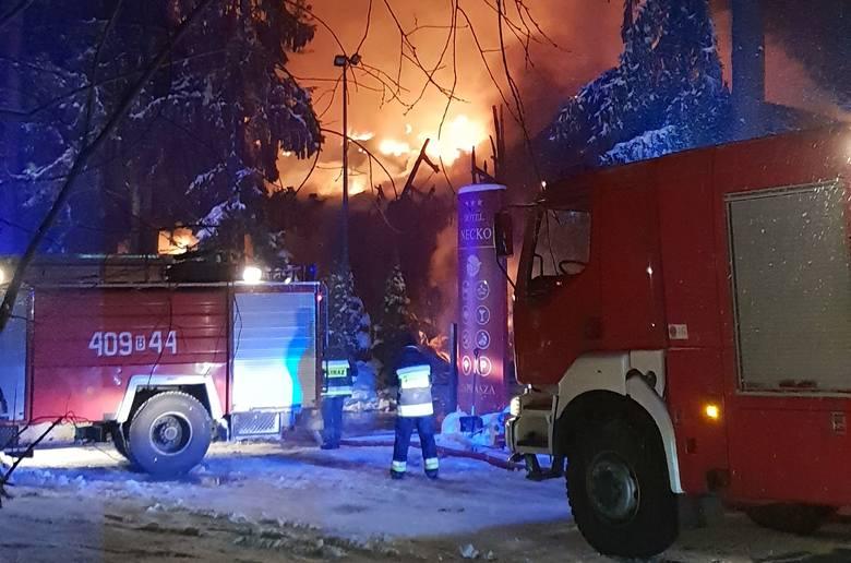Wielki pożar hotelu Necko w Augustowie. Ogień pojawił się w nocy (zdjęcia)